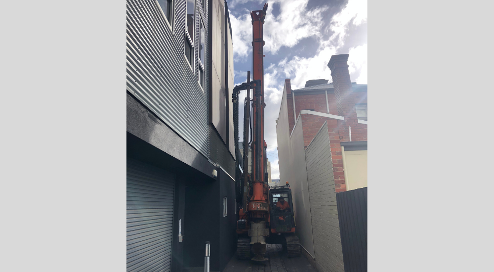 Port Melbourne - Tight Access With Mast Up